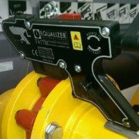 der FA4TM versetzt ab Schraubenloch-Durchmesser M16 wirkungsvoll und sicher auch kleine Rohre um bis zu 26 mm